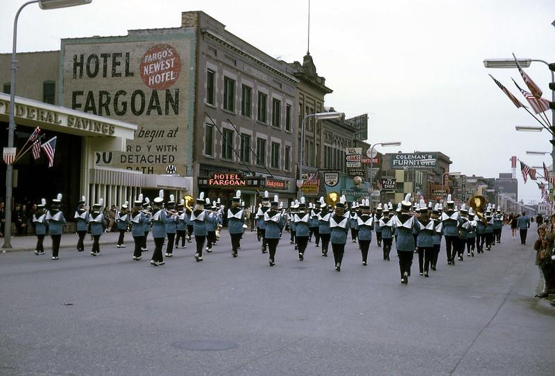 ARS072.  Fargo parade - 1966‡.jpg