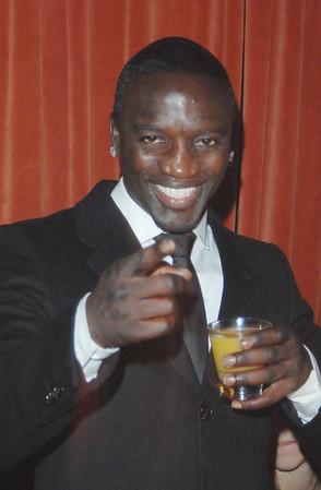 20081217 Akon at Mr. West