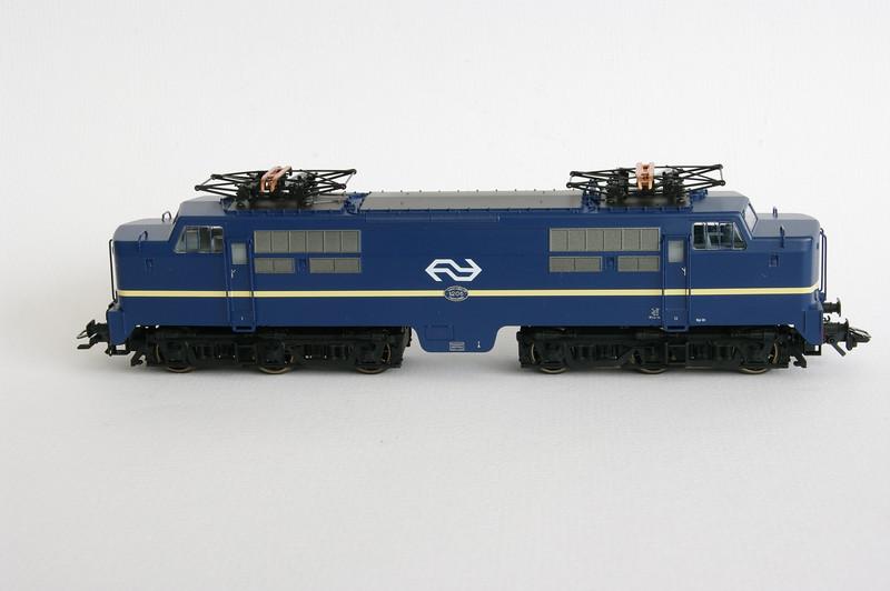37121.1 NS 1206 Berlijns Blauw met logo 3.jpg