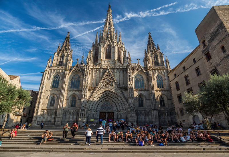 0010 Barcelona Cathedral Panorama 16x11.jpg