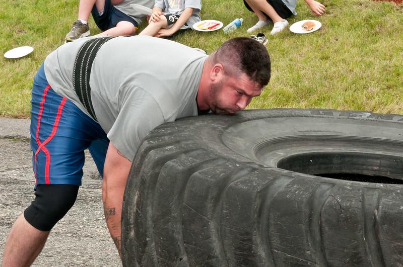 Fitness Revolution Strongman Challenge 2011_ERF4155.jpg