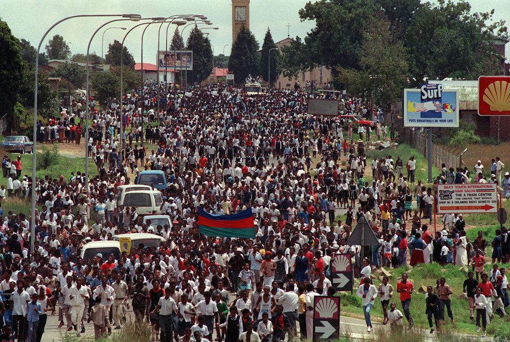. Thousands of Soweto residents come from all different directions to reach Orlando stadium in Soweto, 12 February 1990, to attend a mass African National Congress (ANC) rally to be addressed by freed anti-apartheid leader and African National Congress (ANC) member Nelson Mandela. The rally was originaly called for to celebrate the unbanning of the ANC but turned out to be a celebration for the release from jail of Nelson Mandela.        (Photo credit should read TREVOR SAMSON/AFP/GettyImages)