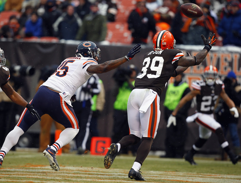 . Defensive back Tashaun Gipson #39 of the Cleveland Browns intercepts a pass intended for wide receiver Brandon Marshall #15 of the Chicago Bears at FirstEnergy Stadium on December 15, 2013 in Cleveland, Ohio.  (Photo by Matt Sullivan/Getty Images)