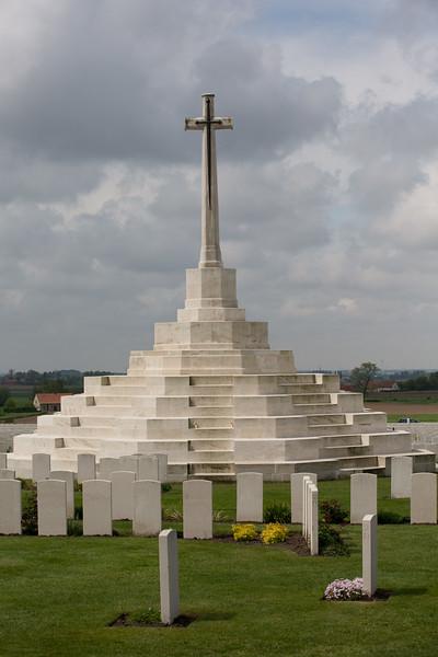 Ypres Tyne Cot Cemetery (26 of 123).jpg