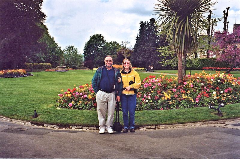 Avranches 2002 - Jardin des Plantes - Tony and Judy