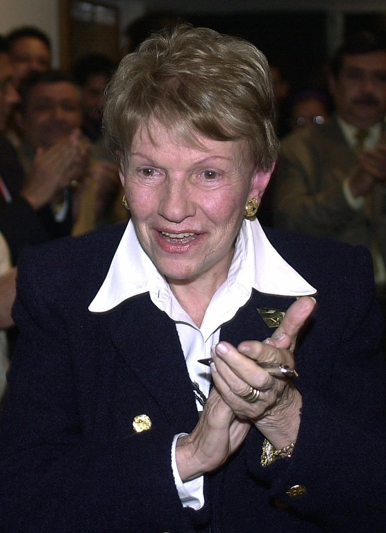 . FILE - In this  Jan. 23, 2001 file photo, Sofia Imber, founder and former director of the Caracas Contemporary Art Museum, applauds before a news conference in Caracas, Venezuela. Imber\'s biographer Diego Arroyo Gil, reported Monday, Feb 20, 2017, that she has died in Caracas. (AP Photo/ Fernando Llano, File)