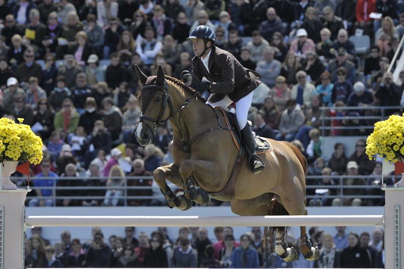 JUMPING : Marc DILASSER - Obiwan de Piliere : Hongre alezan de race Selle Français GRAND PRIX DE LA VILLE DE LA BAULE -  CSIO DE LA BAULE 2012 - PHOTO : © CHRISTOPHE BRICOT