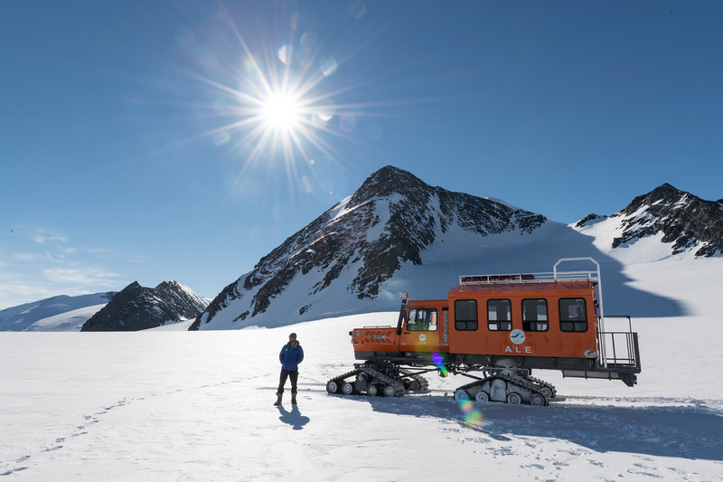 Climb Antarctica Women -1-11-18099545.jpg