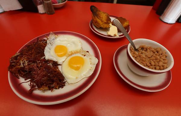 Laudi's Breakfast Dracut 090618