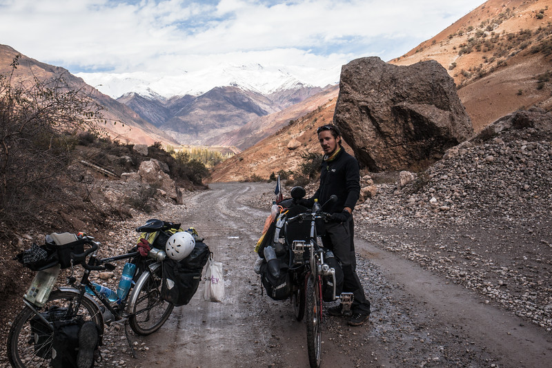 The climb to Khaburabot pass (3258 m), (Tajikistan)