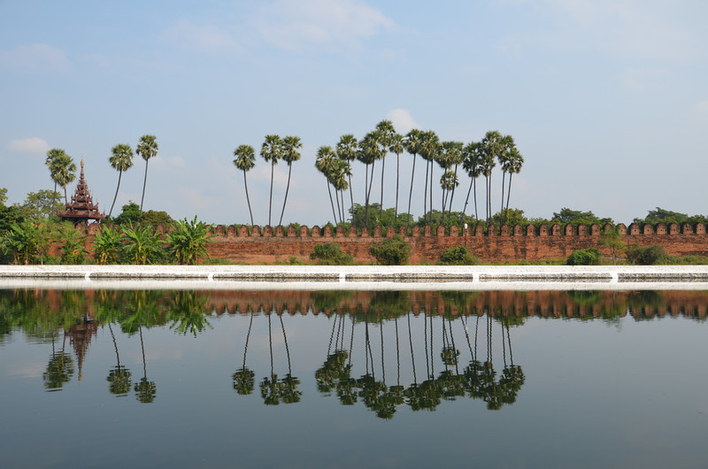 DSC_4856-mandalay-palace-moat-and-trees.JPG
