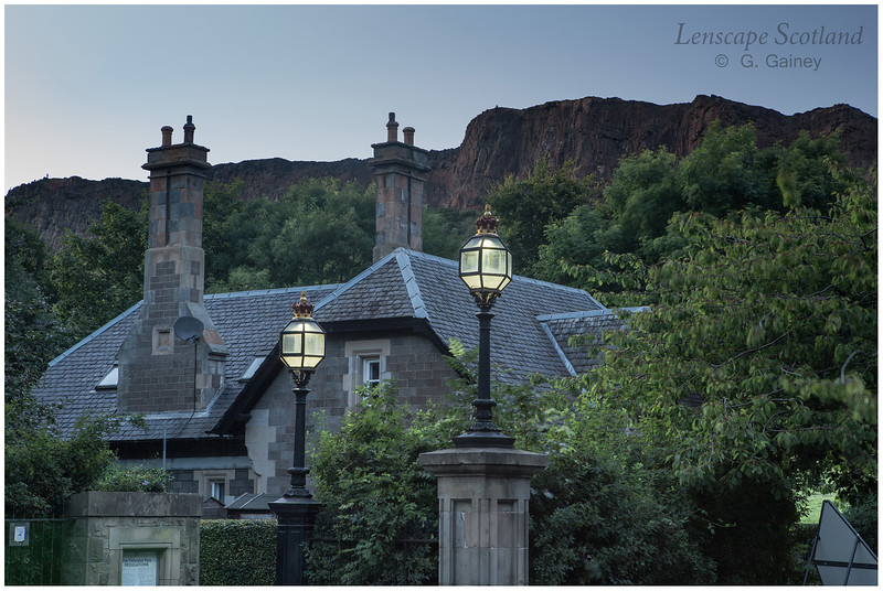 Holyrood Road cottage and Salisbury Crags (1)