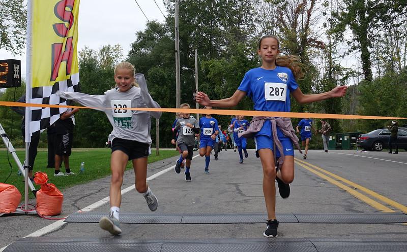Kids race, girl winner