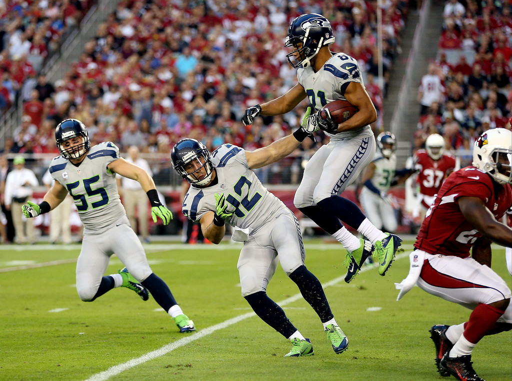. GLENDALE, AZ - OCTOBER 17: Wide receiver Golden Tate #81 of the Seattle Seahawks returns a punt against the Arizona Cardinals during a game at the University of Phoenix Stadium on October 17, 2013 in Glendale, Arizona.  (Photo by Christian Petersen/Getty Images)