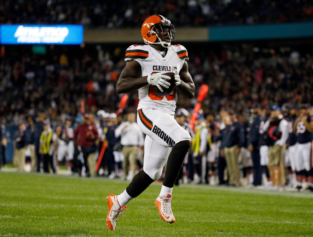 . Cleveland Browns tight end Randall Telfer (86) runs to the end zone for a touchdown during the second half of an NFL preseason football game against the Chicago Bears, Thursday, Aug. 31, 2017, in Chicago. (AP Photo/Nam Y. Huh)