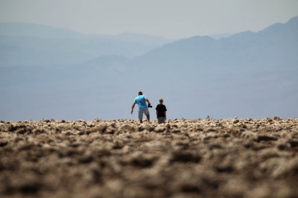 . People walk through an area of Death Valley known as the Devils Golf Course in 116-degree and rising temperatures as a heat wave spreads across the American West on June 30, 2013 in Death Valley National Park, California.  (Photo by David McNew/Getty Images)