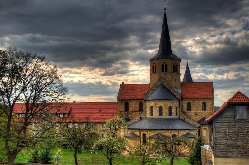 Basilika St. Godehard.jpeg