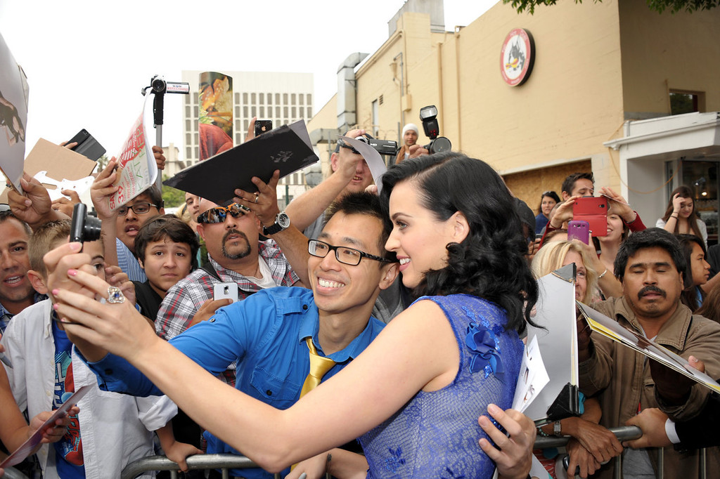 """. Katy Perry poses for a photo at the world premiere of \""""The Smurfs 2\"""" at the Regency Village Theatre on Sunday, July 28, 2013 in Los Angeles. (Photo by John Shearer/Invision/AP)"""