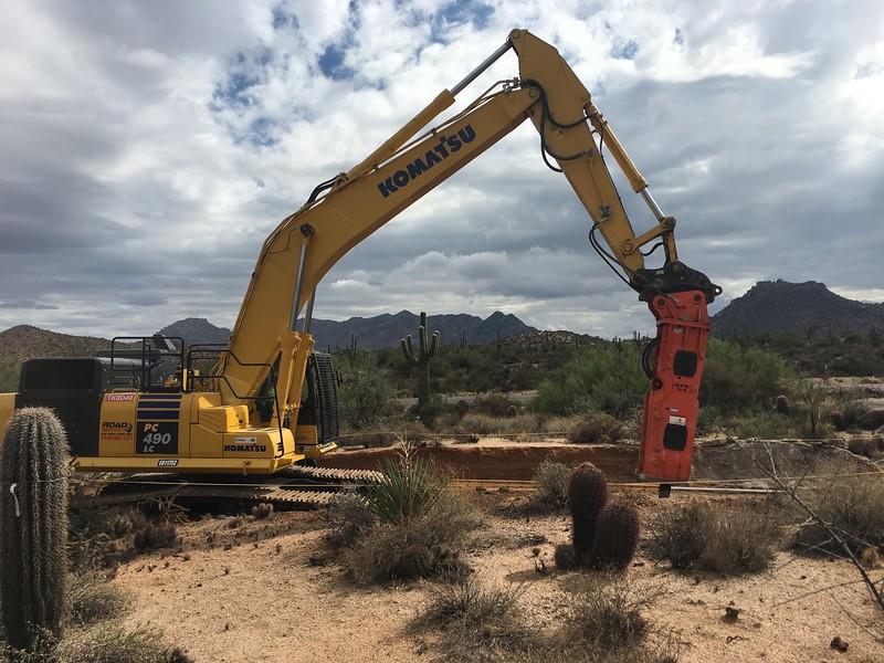 NPK GH18 hydraulic hammer on Komatsu PC490LC excavator - trenching 2017 (2).JPG