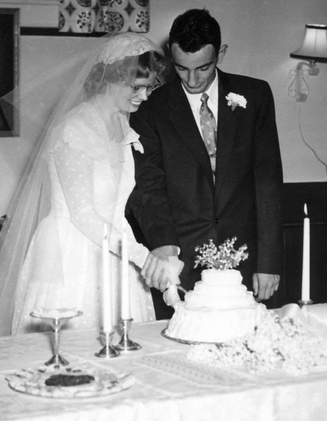 54_MomDadWeddingCakeCropped.jpg