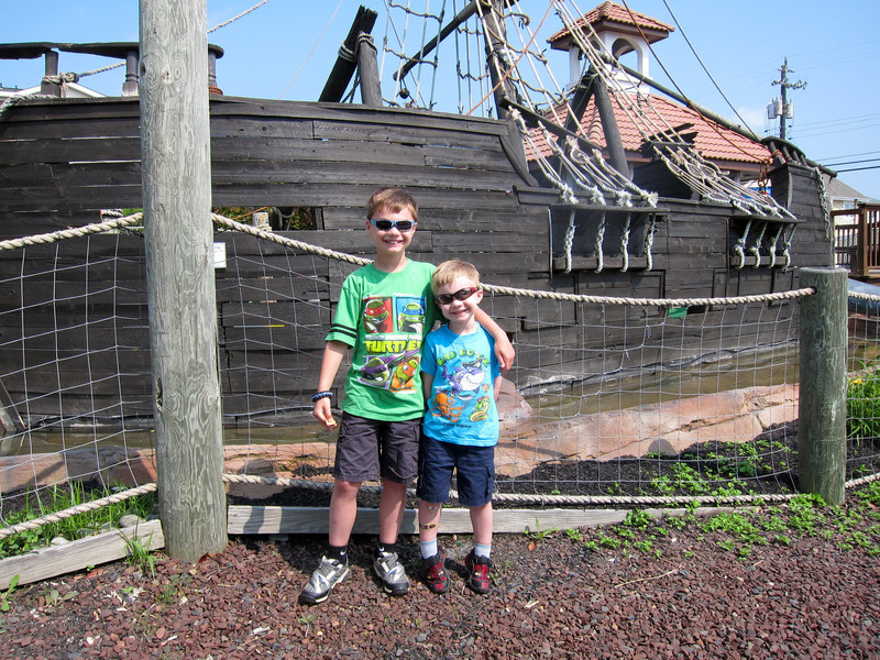 Ready to play Pirate mini golf