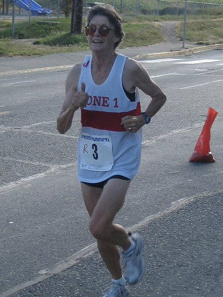 2005 Run Cowichan 10K - Meghan in the mud