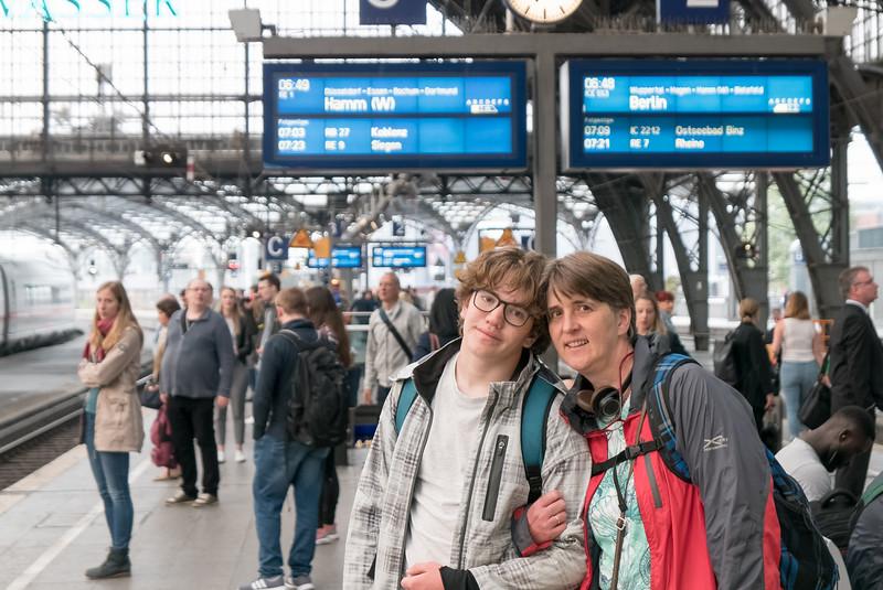 Dann sind wir mit dem Zug nach Düsseldorf gefahren, um vor dort aus für eine Woche nach Split zu fliegen.