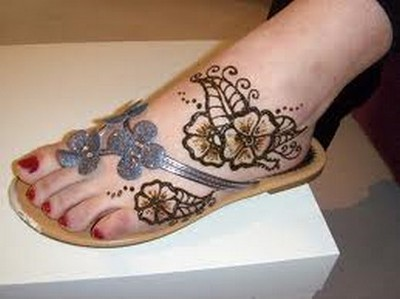 Simple-Arabic-Mehndi-Designs-For-Feet-2.jpg
