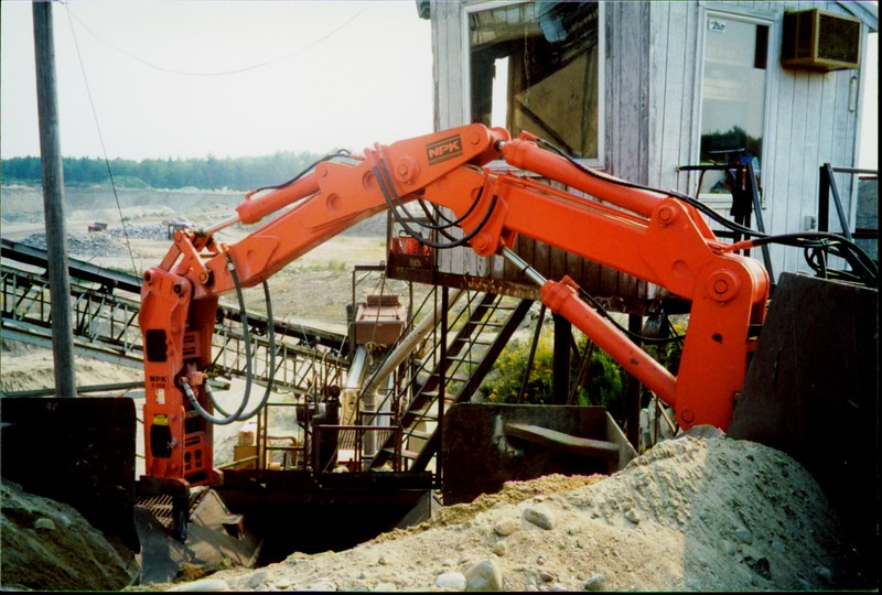 NPK B500 pedestal boom system with E208 hydraulic hammer-breaking rock in quarry (1).JPG