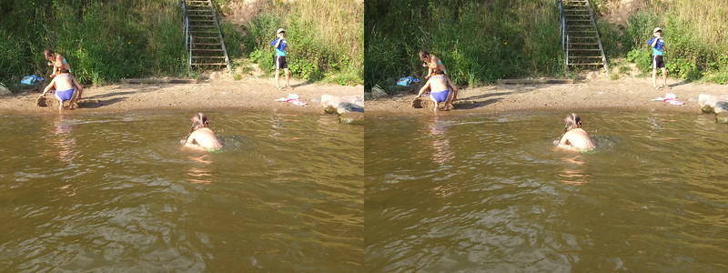 2011-07-23, Swimming in Timonovo and games with Nastia (3D LR)