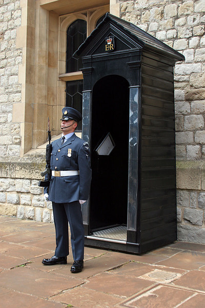 6103_London_Tower_Guard.jpg