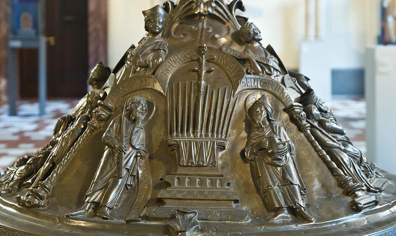 Taufbecken aus Hildesheimer Dom: Blühender Stab Aarons
