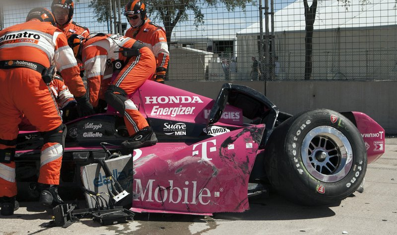 """. <p>6. DARIO FRANCHITTI <p>Really shouldn�t have spent that final lap tweeting. (unranked) <p><b><a href=\'http://www.sportingnews.com/sport/story/2013-10-06/spectators-reported-injury-as-indycar-crash-debris-shows-seating-area\' target=\""""_blank\""""> HUH?</a></b> <p>   (AP Photo/Juan DeLeon)"""