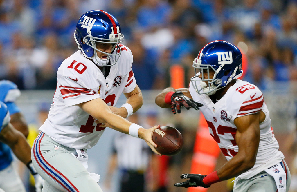 . New York Giants quarterback Eli Manning hands off to running back Rashad Jennings during the first quarter of an NFL football game against the Detroit Lions in Detroit, Monday, Sept. 8, 2014. (AP Photo/Rick Osentoski)