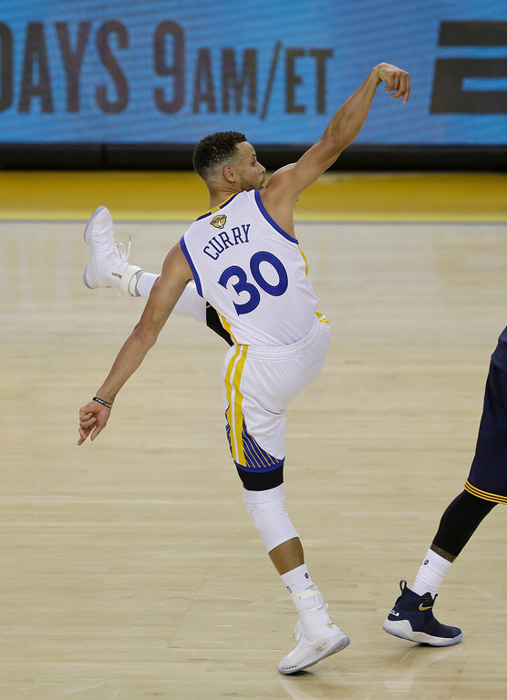 . Golden State Warriors guard Stephen Curry (30) scores against the Cleveland Cavaliers during the second half of Game 1 of basketball\'s NBA Finals in Oakland, Calif., Thursday, June 1, 2017. (AP Photo/Ben Margot)