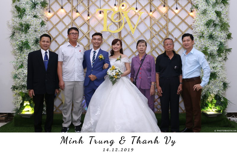 Trung-Vy-wedding-instant-print-photo-booth-Chup-anh-in-hinh-lay-lien-Tiec-cuoi-WefieBox-Photobooth-Vietnam-038.jpg
