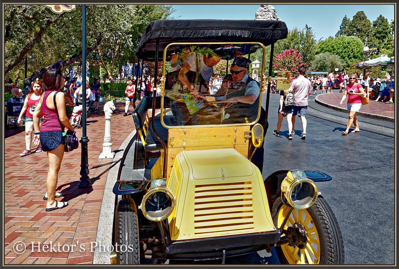 Disneyland Leica Q-26.jpg