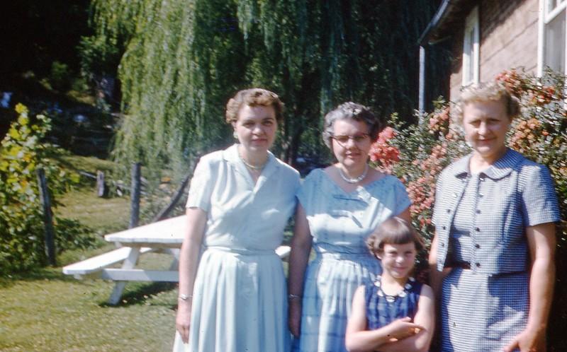 1959 - Marian L, Sally Coomer, Winnie, Marian B.jpg