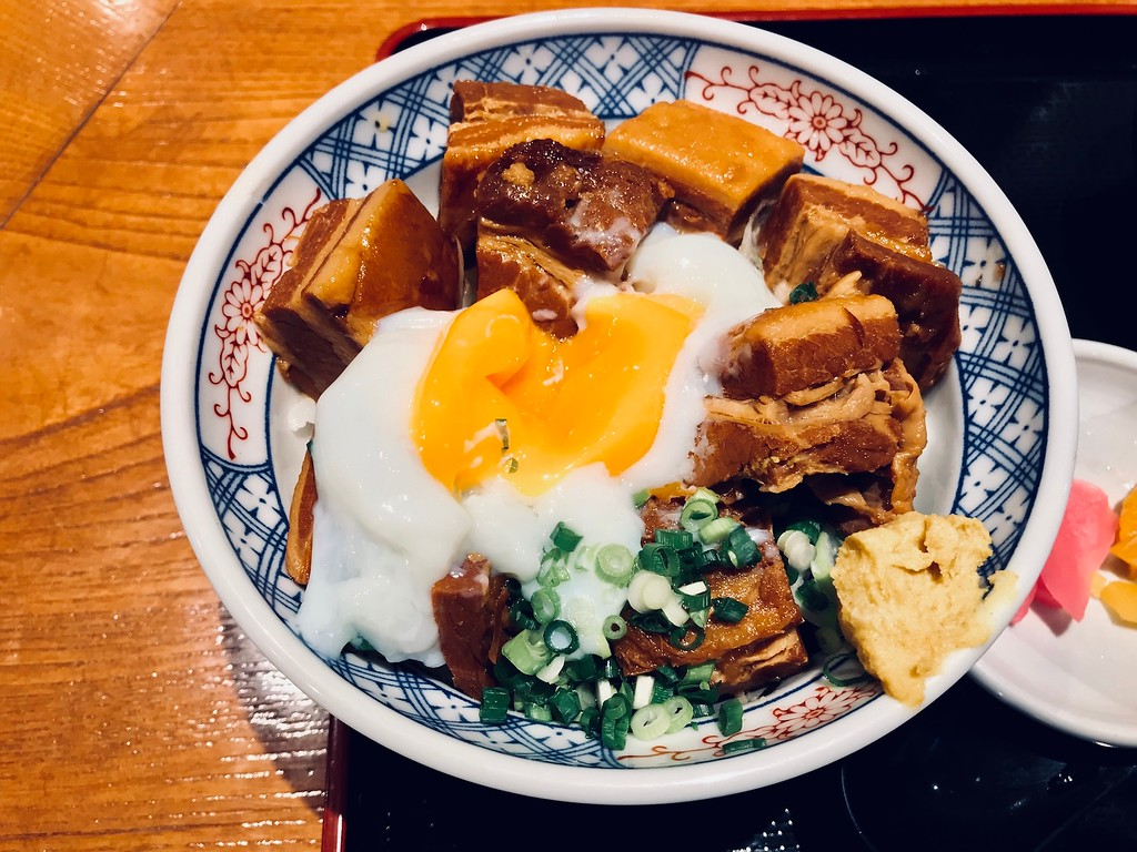角煮丼 Kakuni-don - braised pork belly rice bowl with an egg, and a smear of Japanese mustard.