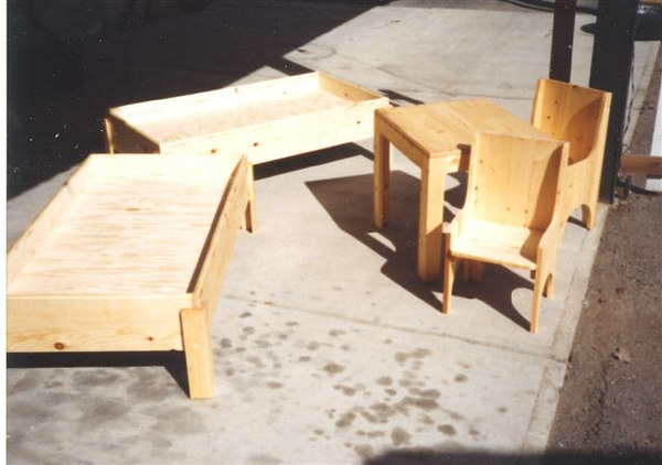 kids_beds_and_table_chairs.jpg