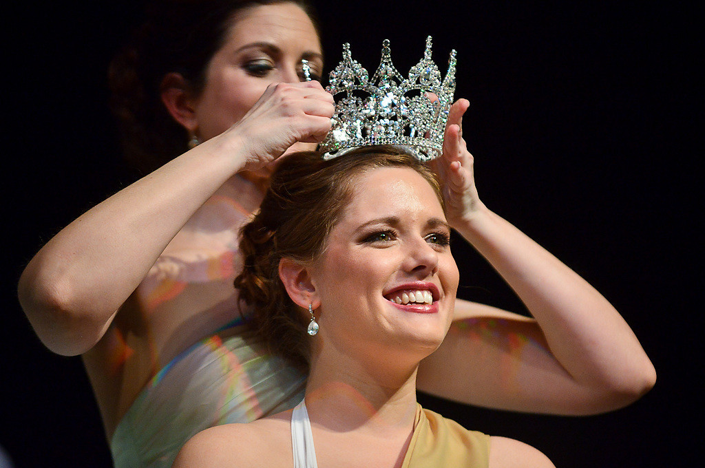 . Hoglin is crowned by last year\'s queen Melissa Hoffbeck of Burnsville. (Pioneer Press: Ben Garvin)