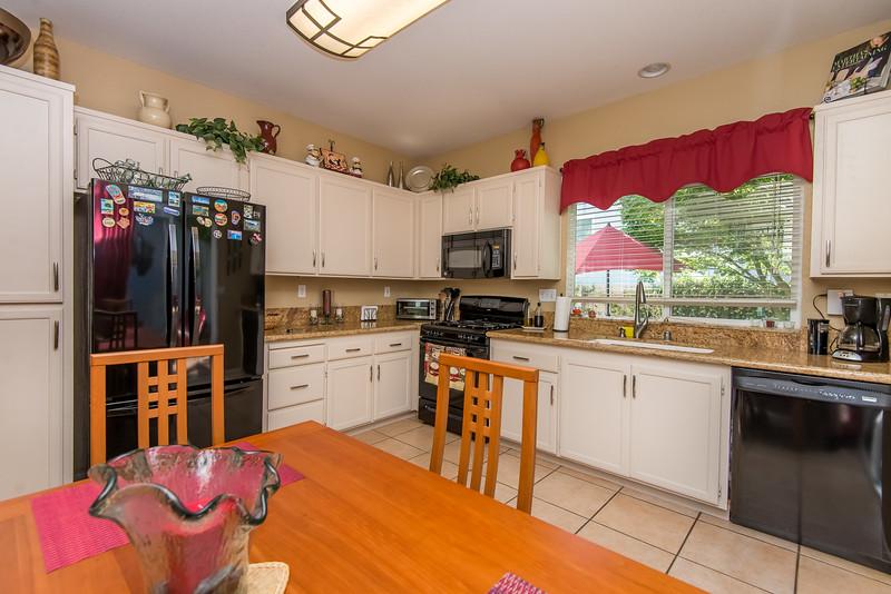 DSC_4887_kitchen.jpg