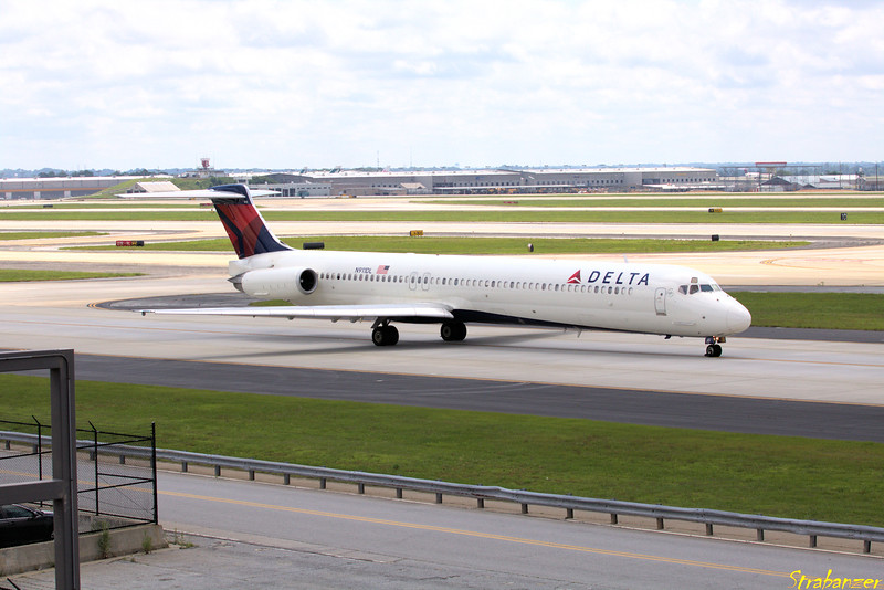 MD-88 s/n 49542 N911DL 