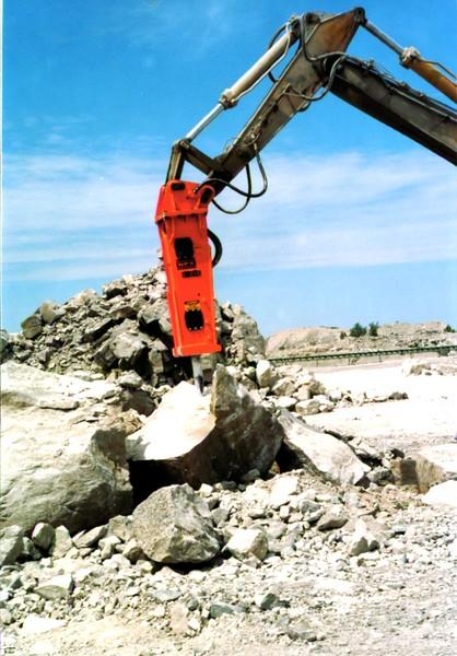 NPK E216 hydraulic hammer on Cat Excavator at Marblehead 6-4-98 (6).JPG