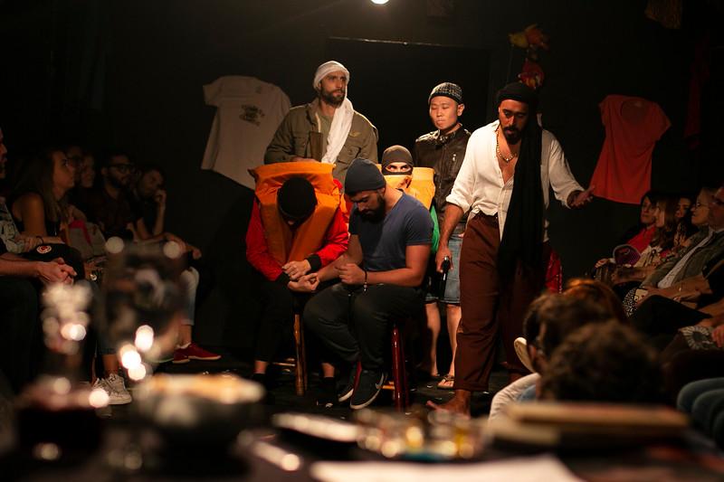 Allan Bravos - Fotografia de Teatro - Indac - Migraaaantes-138.jpg