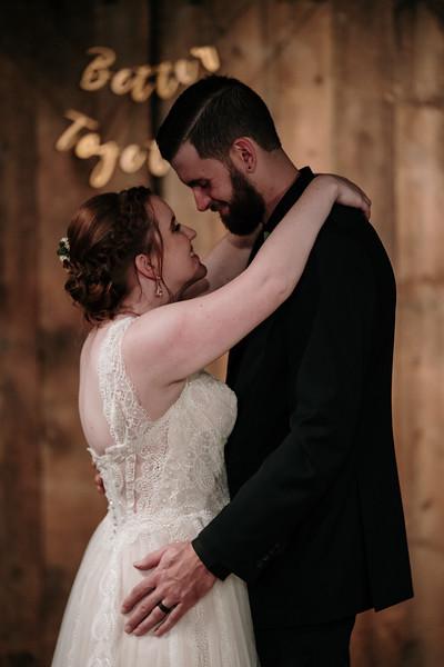 rustic_ohio__fall_barn_wedding-386.jpg