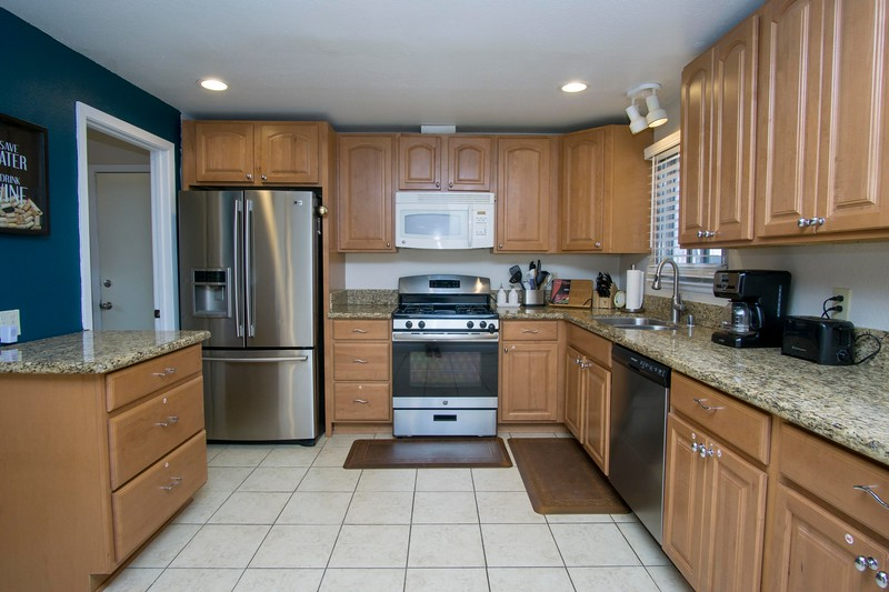 kitchen e.jpg