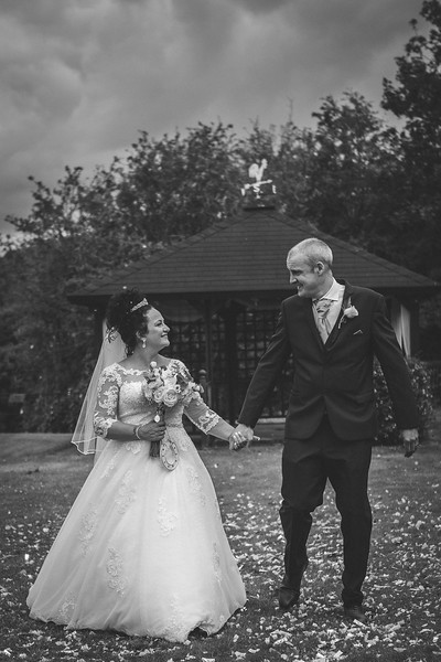 Mr & Mrs Wallington-523.jpg