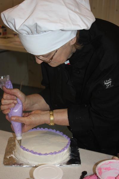 Mid-Week Adventures - Cake Decorating -  6-8-2011 160.JPG