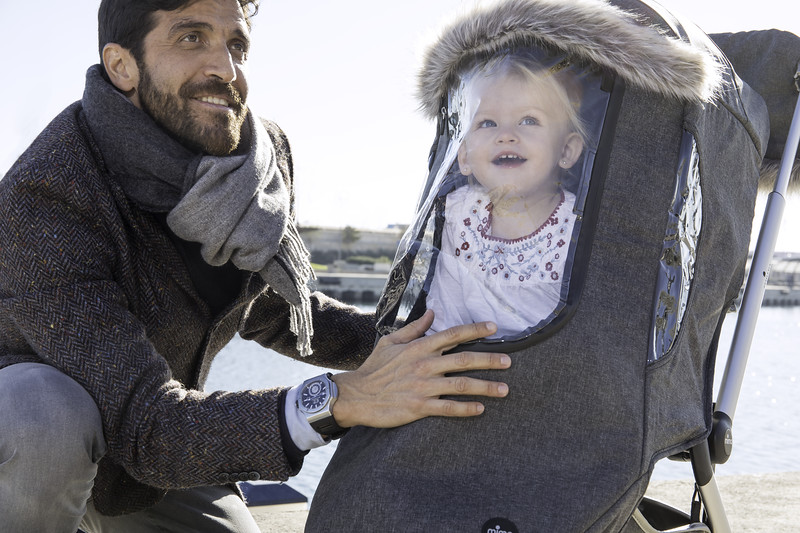 Mima_Zigi_Lifestyle_Charcoal_Dad_And_Baby_At_Harbour_Baby_In_Stroller.jpg